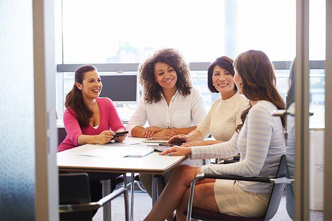 women-around-table